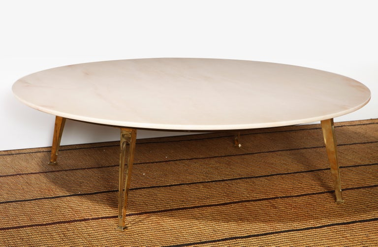 Mid-Century Modern Carrara Marble and Brass Round Coffee Table, Italy, 1950s For Sale 1