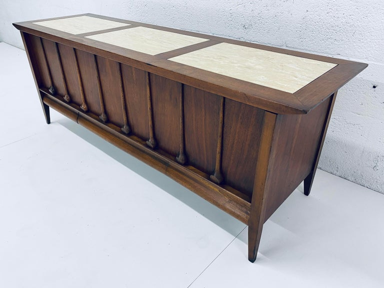 Mid-Century Modern Cedar Lined Chest by Lane In Good Condition For Sale In Miami, FL