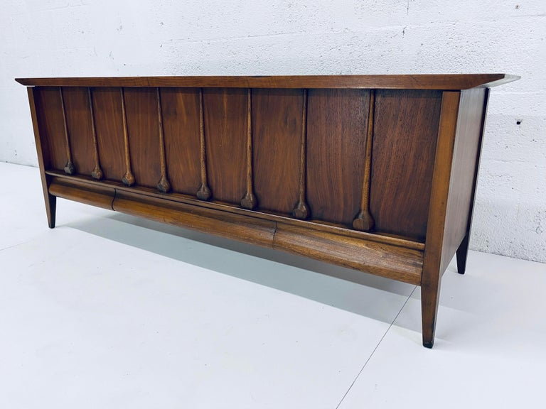 Late 20th Century Mid-Century Modern Cedar Lined Chest by Lane For Sale