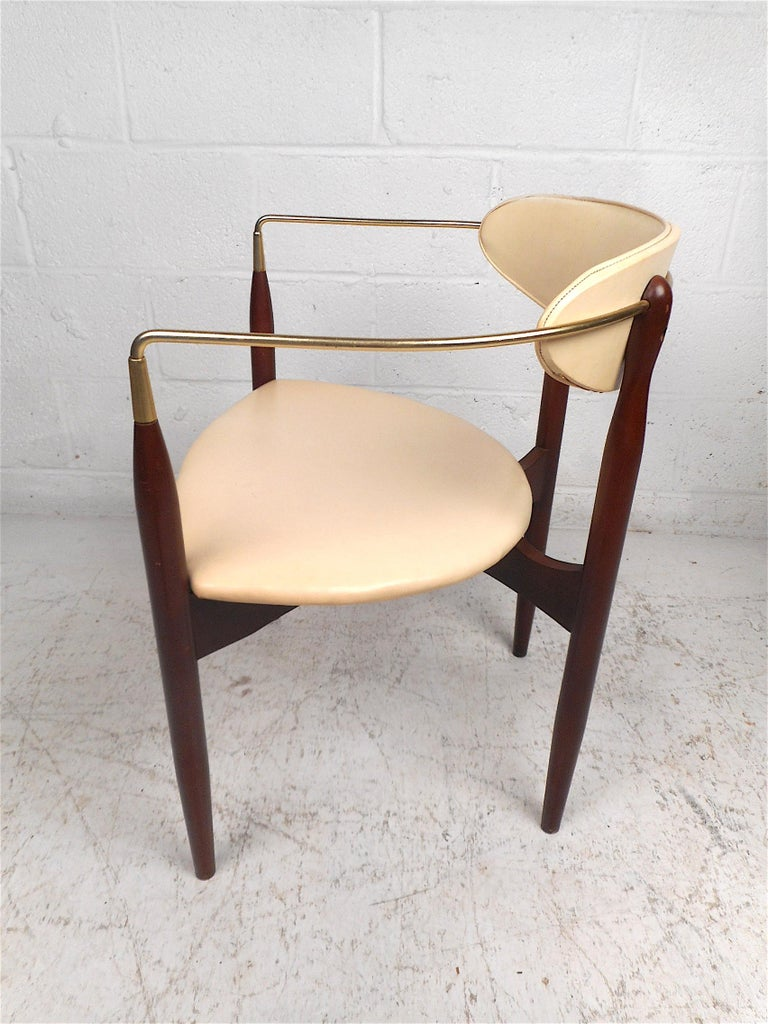 Mid-Century Modern Chair by Kedawood Furniture In Good Condition For Sale In Brooklyn, NY