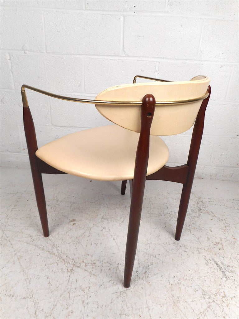 20th Century Mid-Century Modern Chair by Kedawood Furniture For Sale