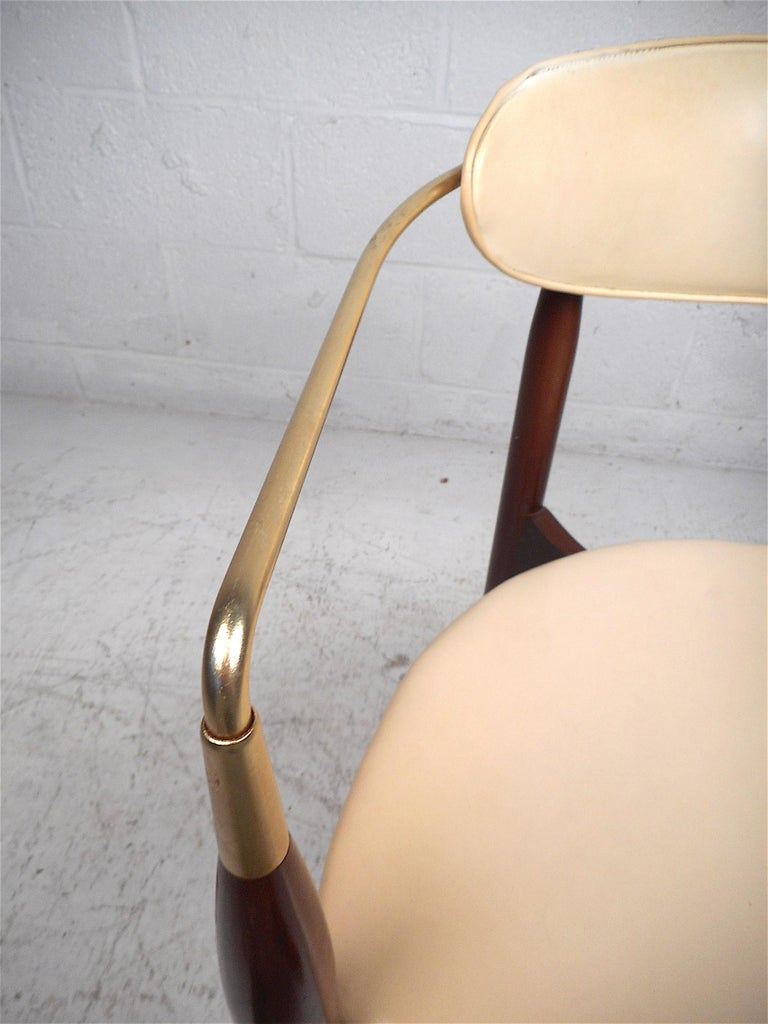 Mid-Century Modern Chair by Kedawood Furniture For Sale 1