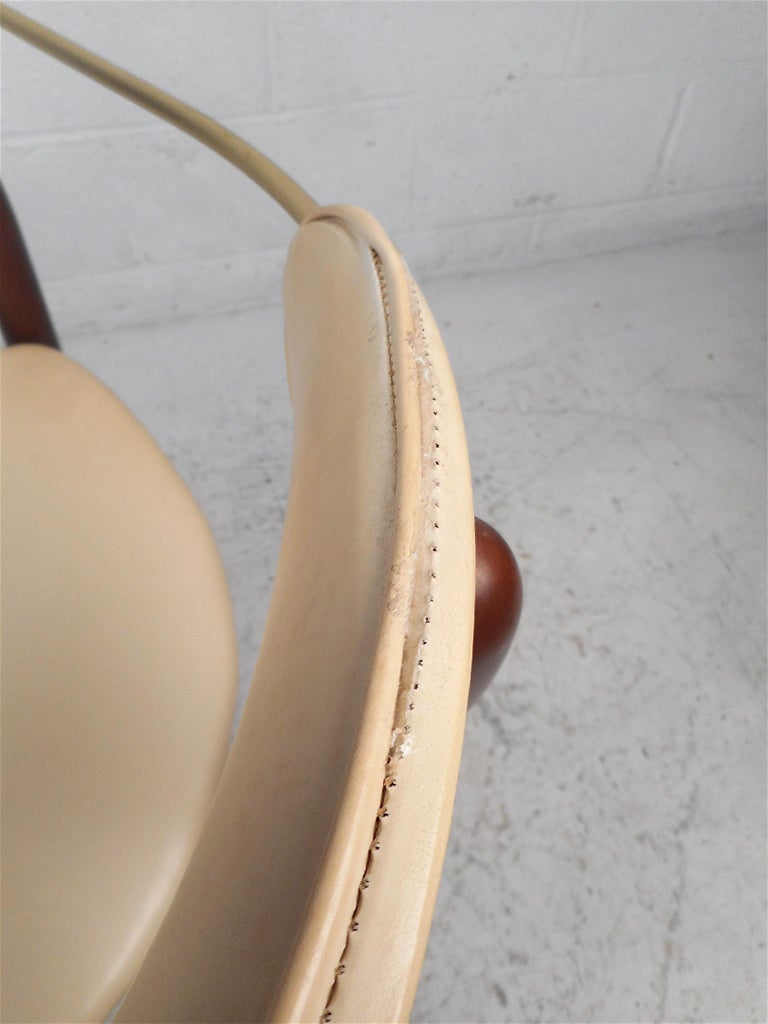 Mid-Century Modern Chair by Kedawood Furniture For Sale 3