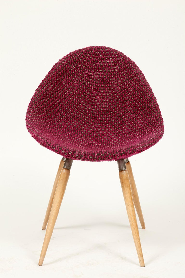 Mid-Century Modern Chair of M. Navratil in Original Violet Upholstery, 1960s In Good Condition For Sale In Warsaw, PL