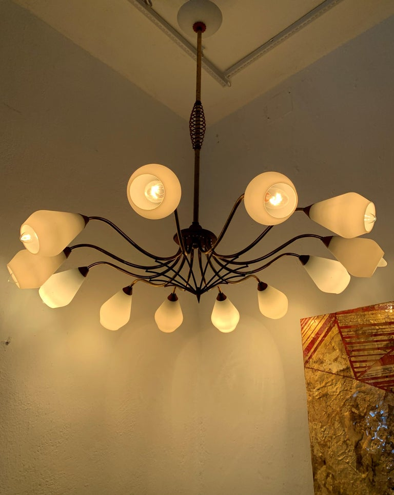 Italian Mid-Century Modern Chandelier in Brass and Opaline Glass, Attributed to Stilnovo For Sale