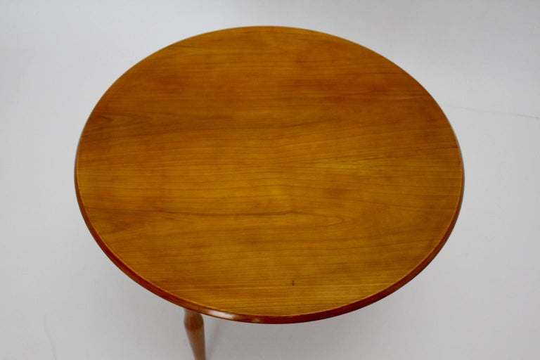 Mid-Century Modern Cherrywood Coffee Table by Josef Frank attributed Sweden 1950 In Good Condition For Sale In Vienna, AT