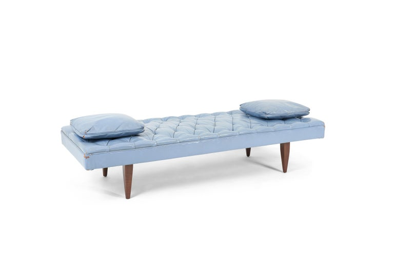 Kipp Stewart Chesterfield Tufted Leather Daybed, Calvin Furniture 1960s In Good Condition For Sale In Chicago, IL