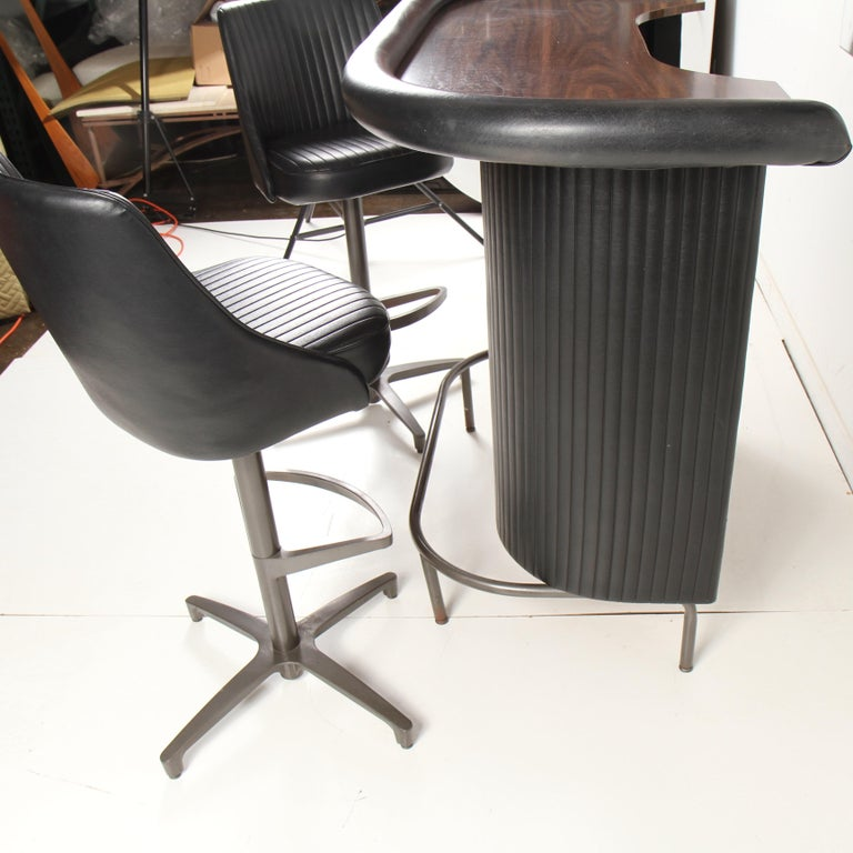 Mid-Century Modern Chromcraft Bar / Barstool Set In Good Condition For Sale In New London, CT