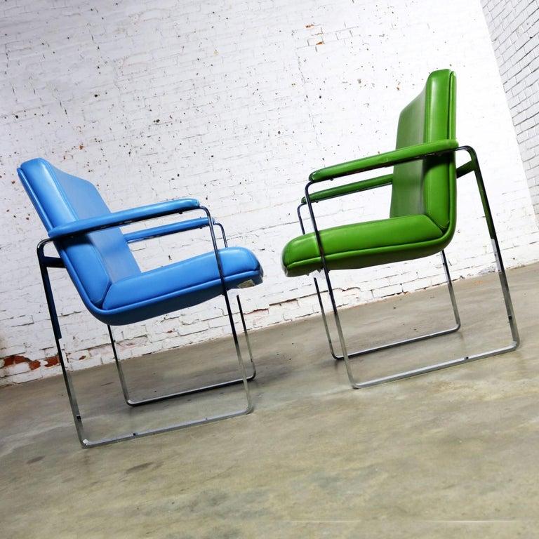 20th Century Mid-Century Modern Chromcraft Flat Bar Chrome Chairs One Blue One Green Vinyl For Sale