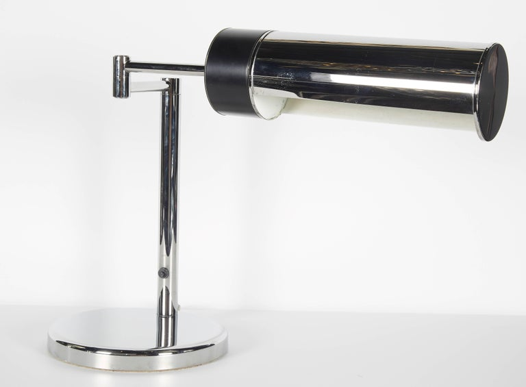Mid-Century Modern Chrome Desk Lamp with Swing Arm by Walter Von Nessen, 1960s In Good Condition For Sale In Fort Lauderdale, FL