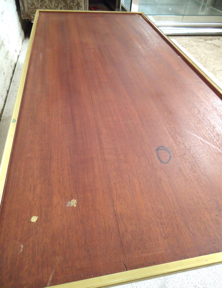 Mid-Century Modern Coffee Table In Good Condition For Sale In Brooklyn, NY