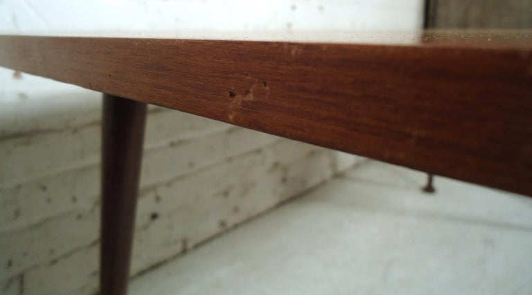 Mid-Century Modern Coffee Table For Sale 3