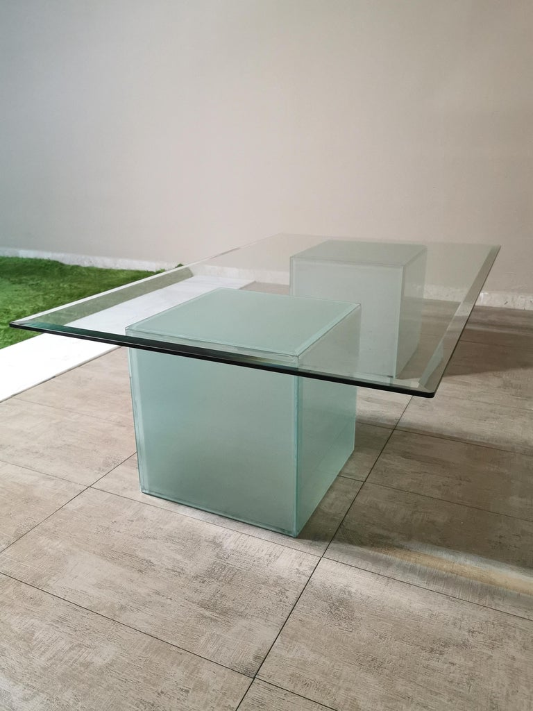 Late 20th Century Mid-Century Modern Coffee Table in Glass, Italian Design, 1980s For Sale