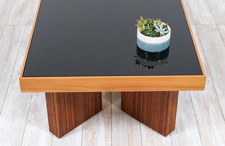 Mid-Century Modern Coffee Table with Smoke Glass Top For Sale 1