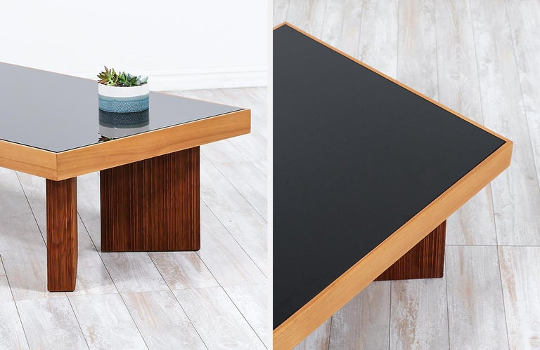 Mid-Century Modern Coffee Table with Smoke Glass Top For Sale 3