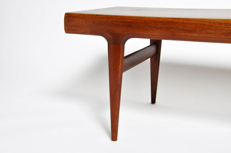 Mid-Century Modern Coffee Table with Storage For Sale 4