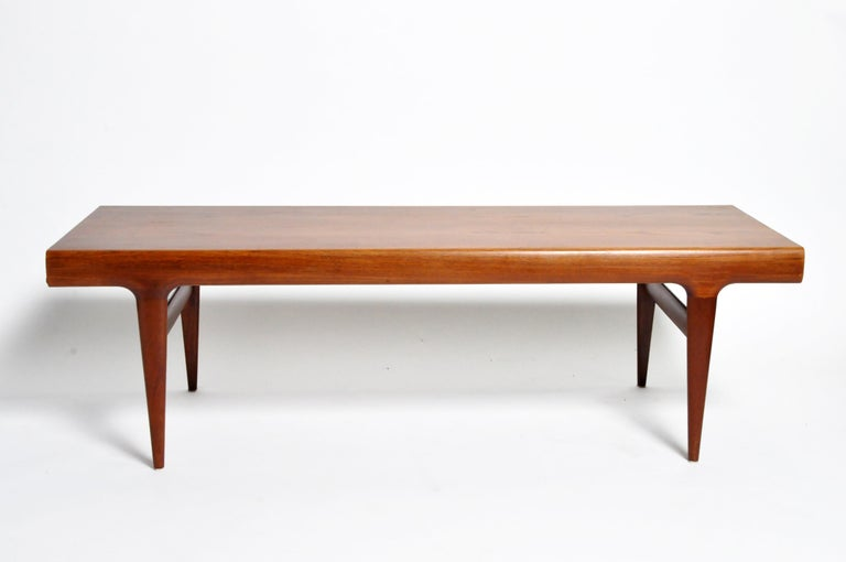 Mid-Century Modern Coffee Table with Storage In Good Condition For Sale In Chicago, IL