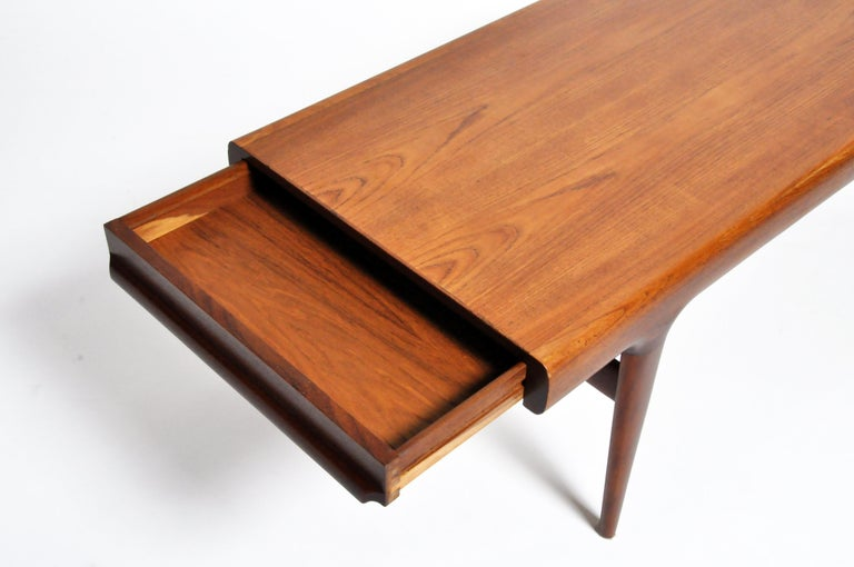 20th Century Mid-Century Modern Coffee Table with Storage For Sale