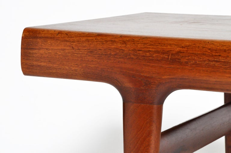 Mid-Century Modern Coffee Table with Storage For Sale 3