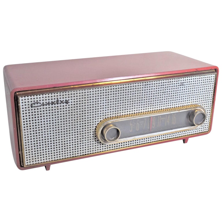 Mid-Century Modern Coral Pink Crosley Model T-60 AM Tube Table Radio For Sale