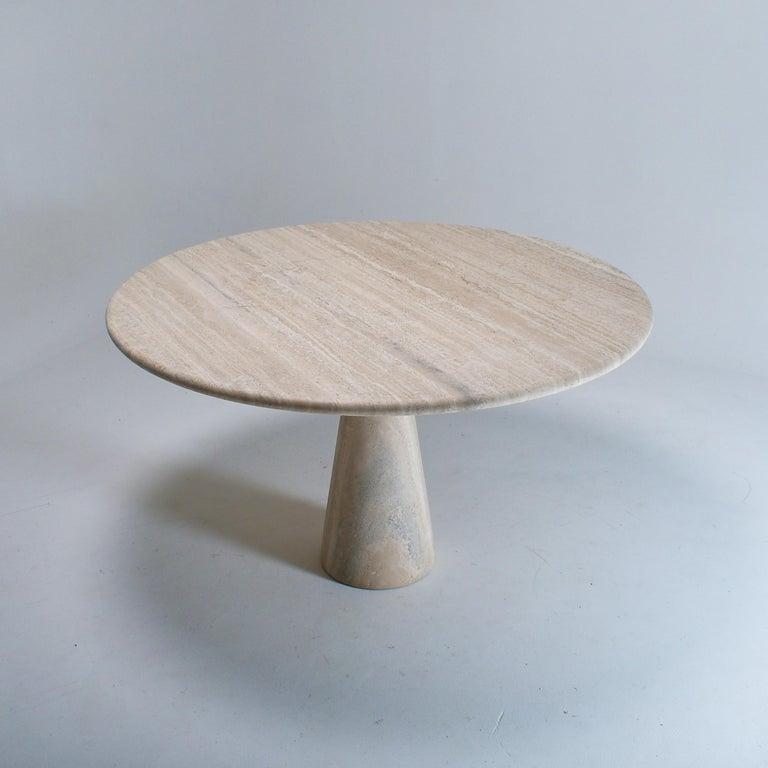 Italian Mid-Century Modern Cream Round Pedestal Travertine Dining Table, Italy, 1970 For Sale
