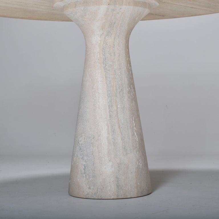 Mid-Century Modern Cream Round Pedestal Travertine Dining Table, Italy, 1970 For Sale 1