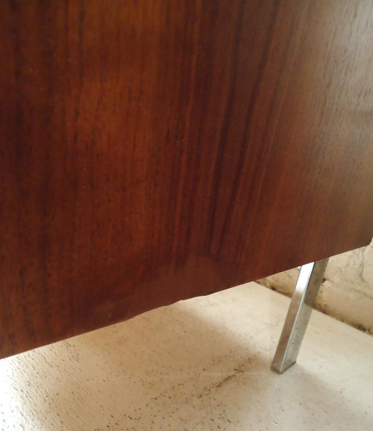 Mid-Century Modern Credenza by Lane For Sale 3