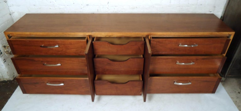 Mid-Century Modern Credenza by Lane For Sale 4