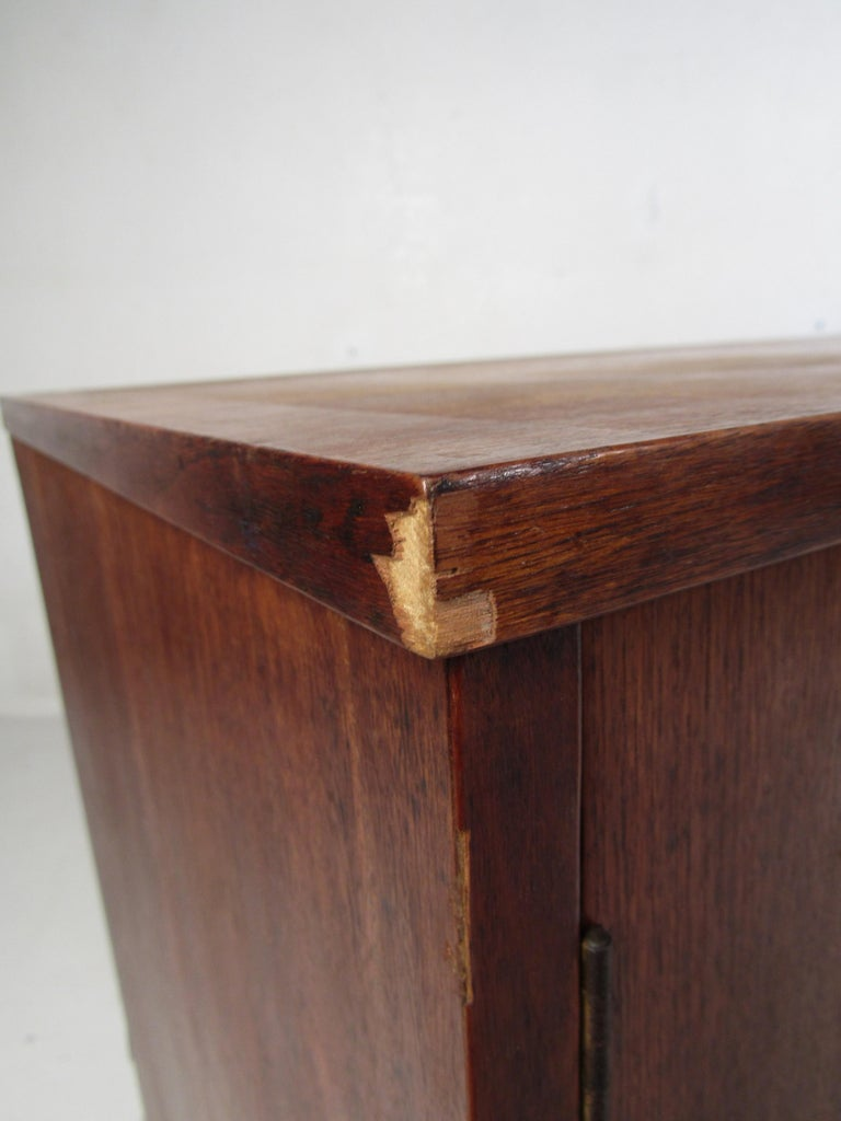 Mid-Century Modern Credenza by Stanley For Sale 8