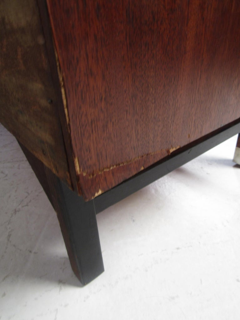 Mid-Century Modern Credenza by Stanley For Sale 9