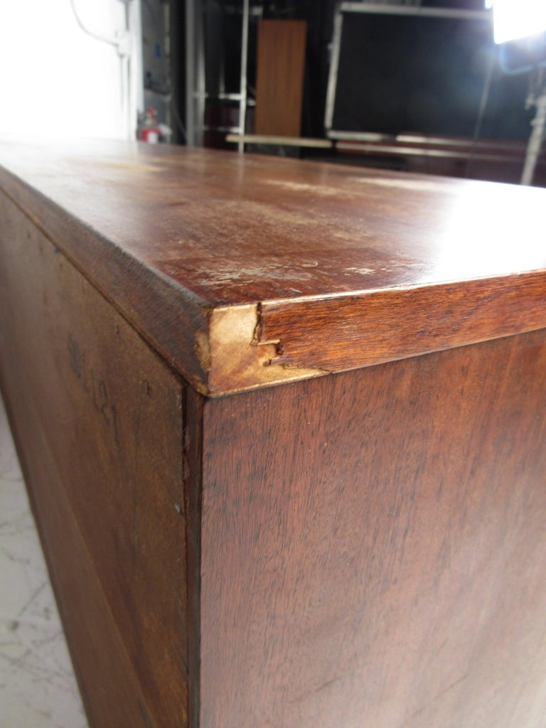 Mid-Century Modern Credenza by Stanley For Sale 10
