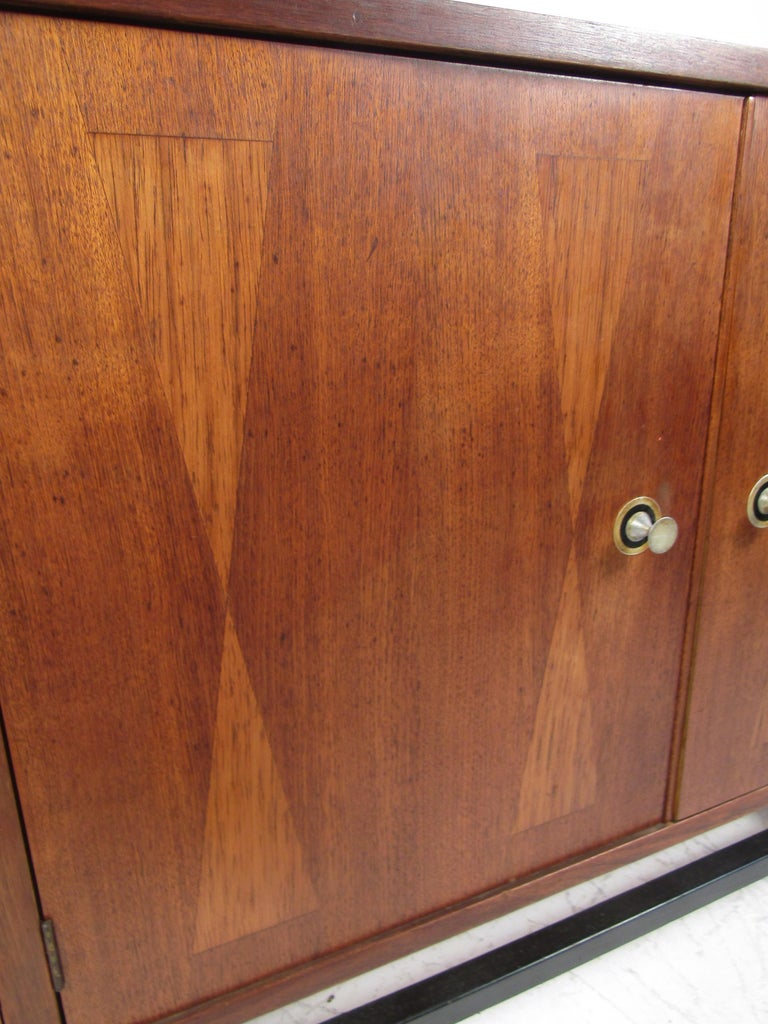 Mid-Century Modern Credenza by Stanley In Fair Condition For Sale In Brooklyn, NY