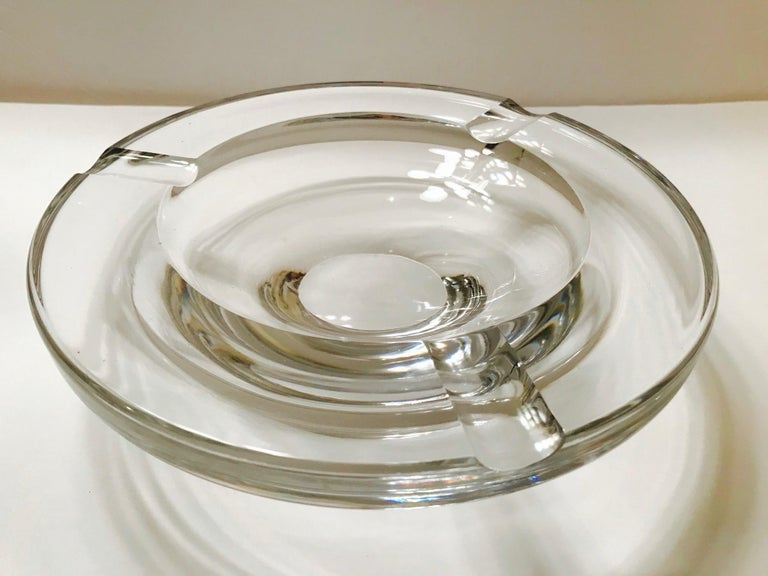Mid-Century Modern Crystal Ashtray by Lindstrand for Kosta Boda, Sweden, 1960s In Good Condition For Sale In Miami, FL
