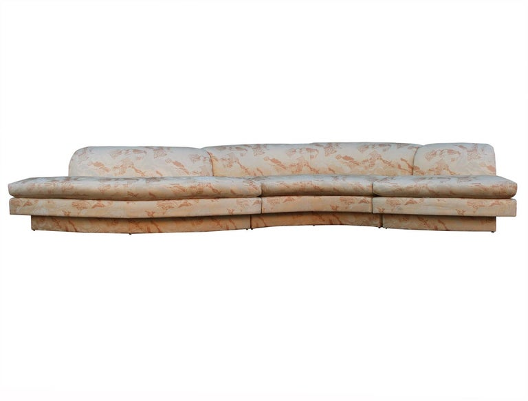 Late 20th Century Mid-Century Modern Curved and Sculptural Serpentine Sectional Sofa Plinth Base For Sale