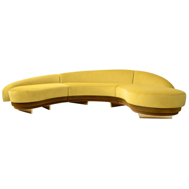 Mid-Century Modern Curved Serpentine Sofa in Yellow Velvet with Gold Details For Sale