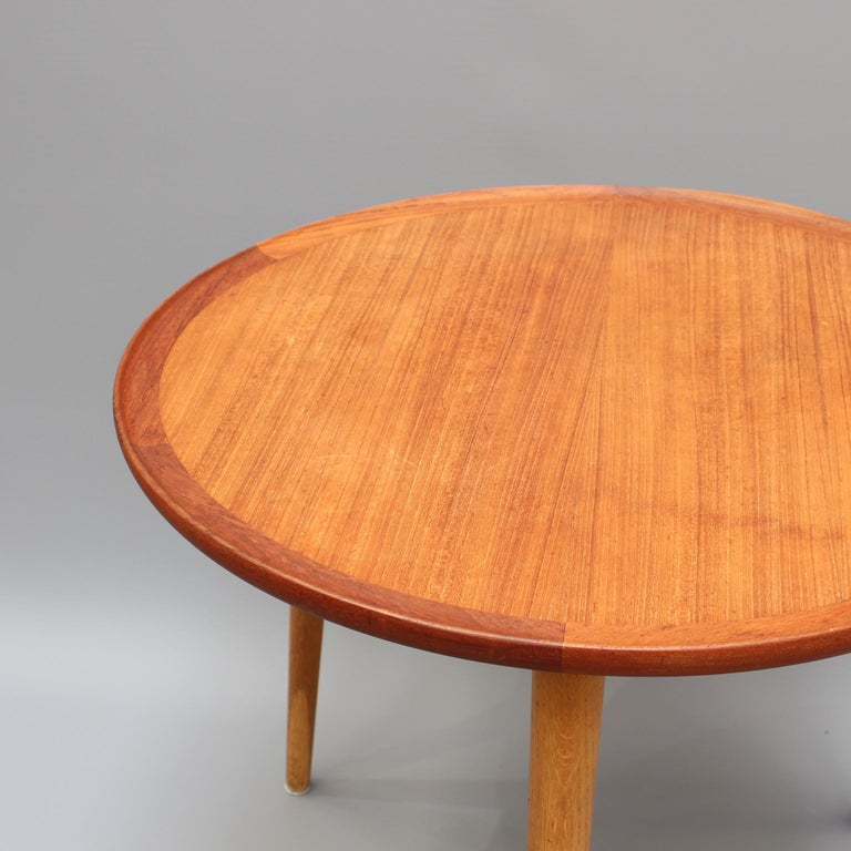 Mid-Century Modern Danish Circular Teak End Table, circa 1960s In Good Condition For Sale In London, GB