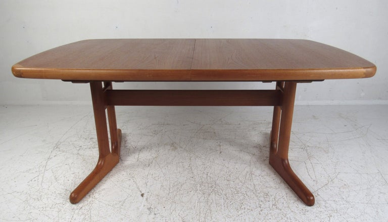 Mid-Century Modern Danish Dining Set In Good Condition For Sale In Brooklyn, NY