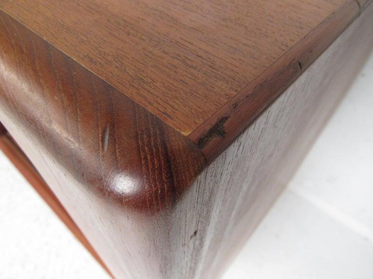 Mid-Century Modern Danish Dresser Attributed to H.P Hansen For Sale 6