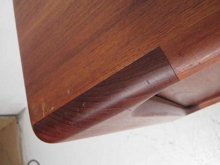 Mid-Century Modern Danish Dresser Attributed to H.P Hansen For Sale 7