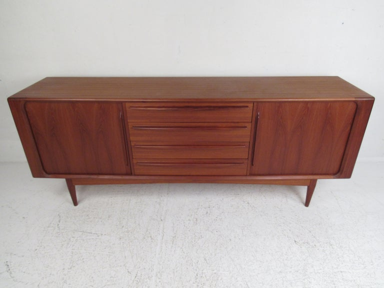 Mid-Century Modern Danish Dresser Attributed to H.P Hansen In Good Condition For Sale In Brooklyn, NY