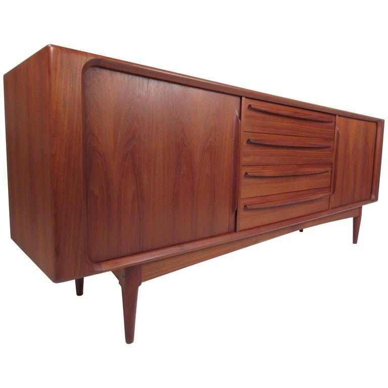 Mid-Century Modern Danish Dresser Attributed to H.P Hansen For Sale