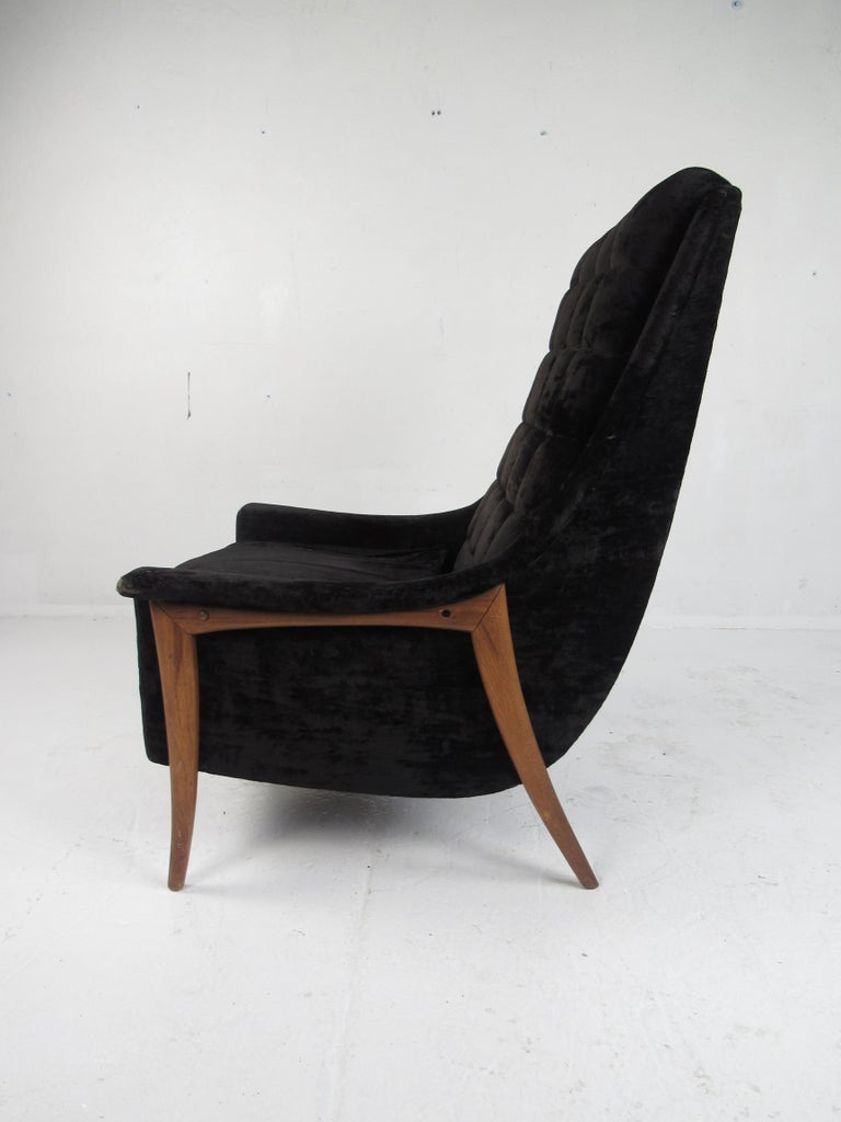Mid-Century Modern Danish Lounge Chair In Good Condition For Sale In Brooklyn, NY