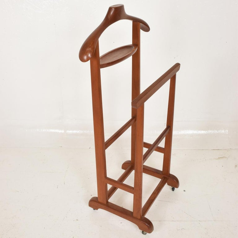 For your consideration, a Mid-Century Modern Danish modern teak gentleman valet.  Made in Denmark, circa 1960s.  Unmarked.   Dimensions: 43