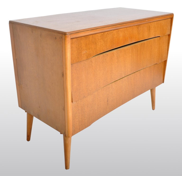 Mid-Century Modern Danish Style Chest of Drawers by Avalon Yatton, 1960s For Sale 4