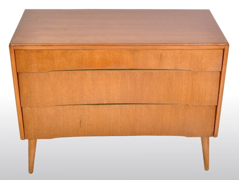 Mid-Century Modern Danish Style Chest of Drawers by Avalon Yatton, 1960s In Good Condition For Sale In Portland, OR
