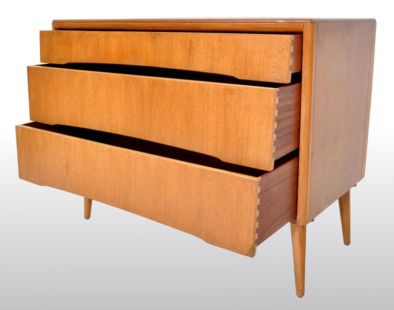 Mid-Century Modern Danish Style Chest of Drawers by Avalon Yatton, 1960s For Sale 1
