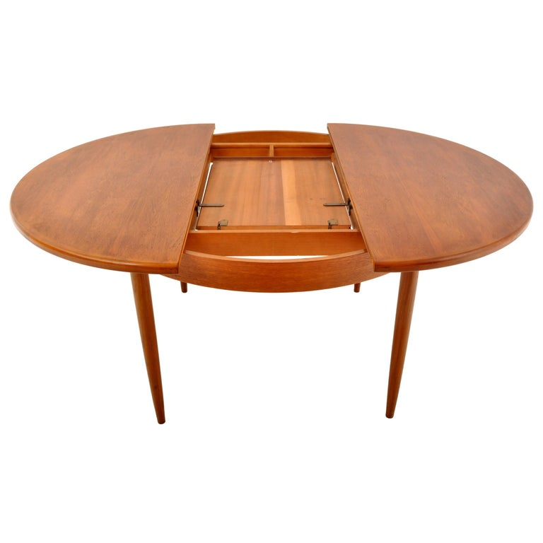 Mid-Century Modern Danish Style Teak Extension Dining Table by G Plan, 1960s In Good Condition In Portland, OR