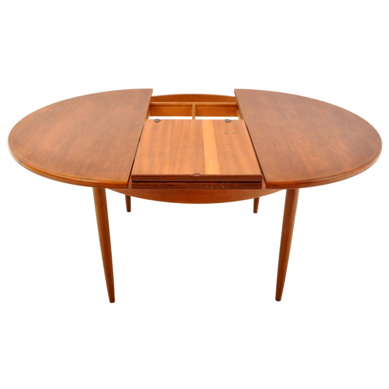 20th Century Mid-Century Modern Danish Style Teak Extension Dining Table by G Plan, 1960s