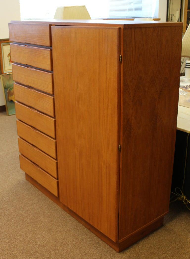 Mid-Century Modern Danish Teak 10-Drawer Highboy Dresser In Good Condition For Sale In Keego Harbor, MI