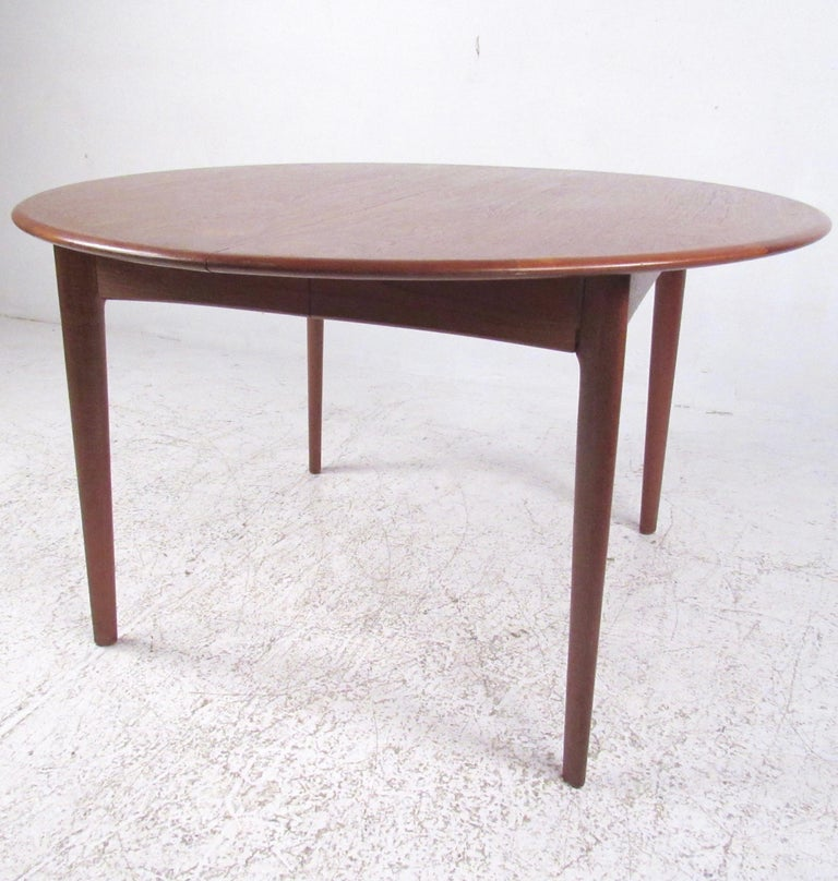 Mid-Century Modern Danish Teak Dining Table In Good Condition For Sale In Brooklyn, NY